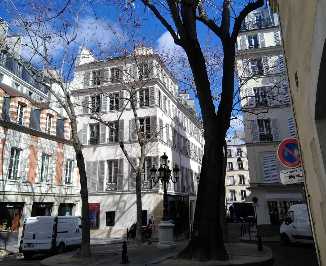 パリ6区フュルステン広場