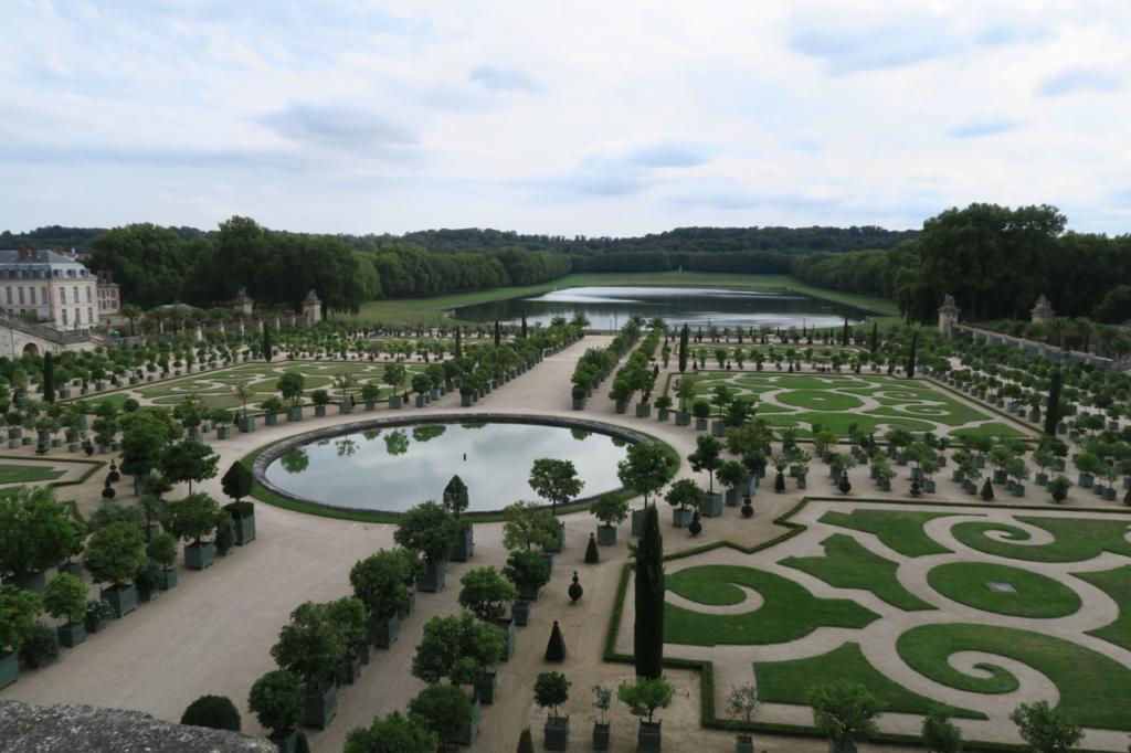 広大なベルサイユ宮殿の庭園