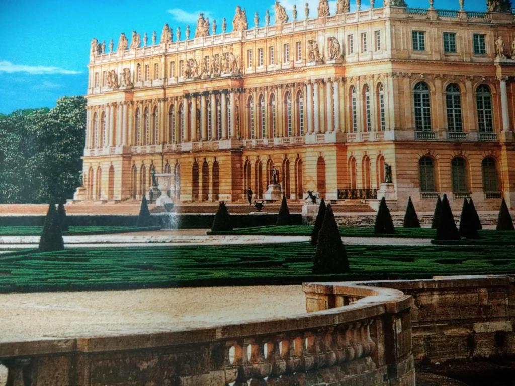 ベルサイユ宮殿の外観のイメージ