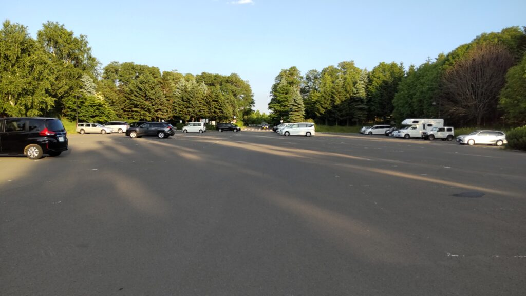 前田森林公園の新川側駐車場