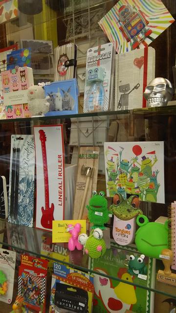 文房具と雑貨のお店の棚