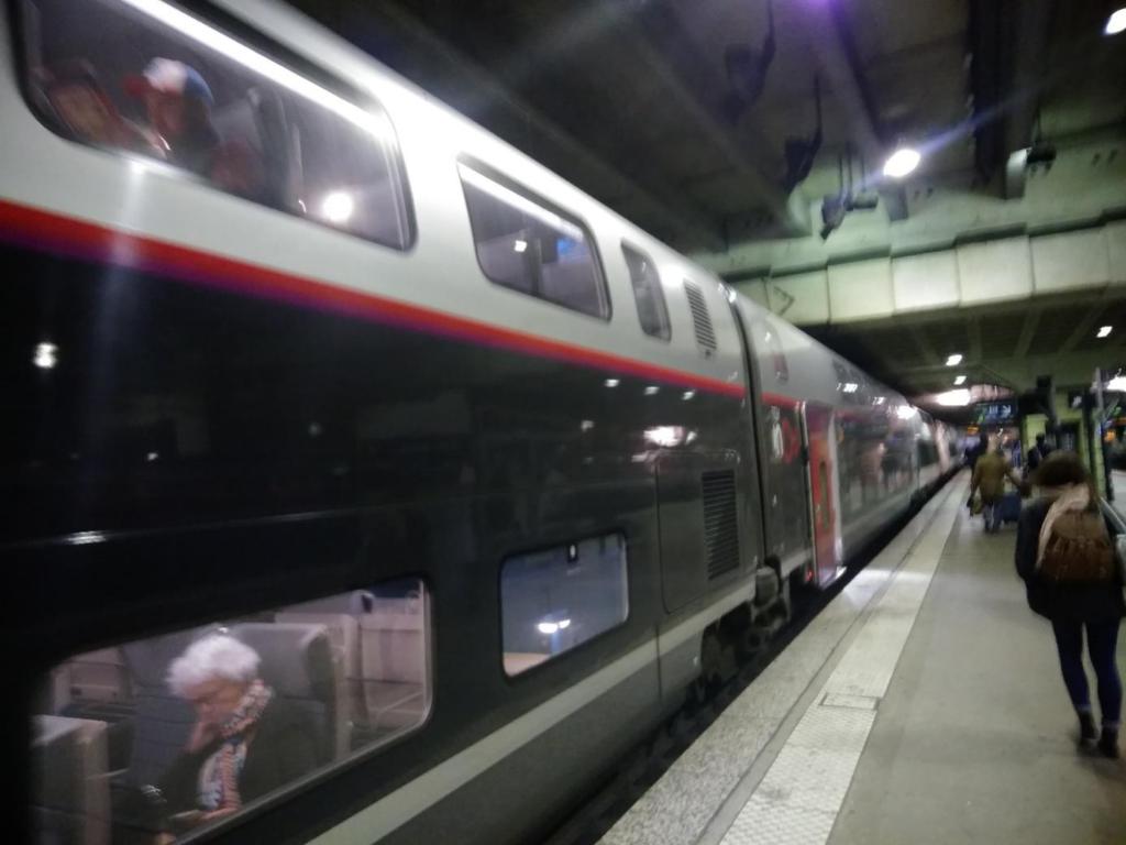 日本の新幹線に比べるとフランスのTGVは安い