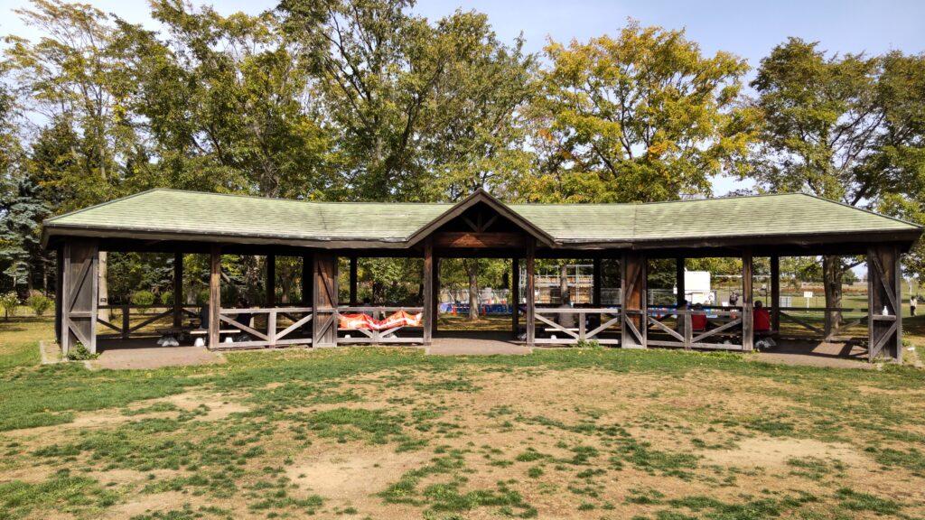 百合が原公園のベンチ