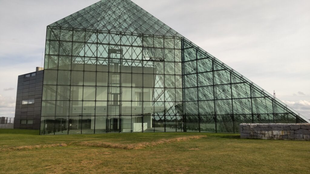 モエレ沼公園の「ガラスのピラミッド」