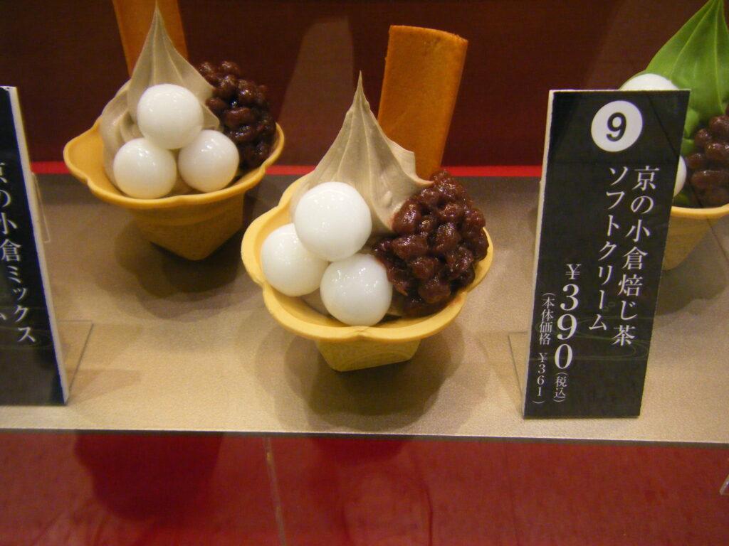 一○八抹茶茶廊の「京の小倉焙じ茶ソフトクリーム」
