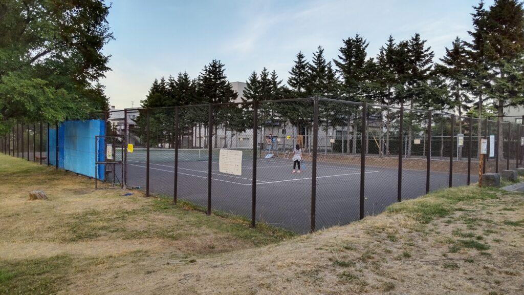 発寒河畔公園のテニスコート