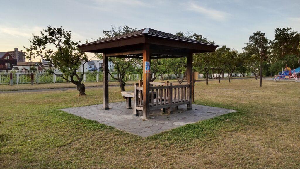 発寒河畔公園のベンチ